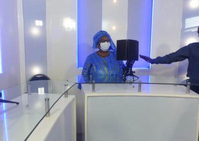 Mme TOURE, à la salle multimédia de ISI